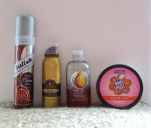 Batiste - Dry shampoo, Macadamia - Flawless Cleansing conditioner, The Body Shop - papaya shower gel, Kruidvat - body butter